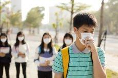 Pandemia koronawirusa uderzyła w gospodarkę wielu krajów. W celu ożywienia rynku wewnątrzkrajowego Chiny, tak niegdyś Japonia, postanowiły rozdawać swoim obywatelom kupony zniżkowe. Czy i jak kupony rabatowe mogą rzeczywiście pomóc w odbudowaniu gospodark