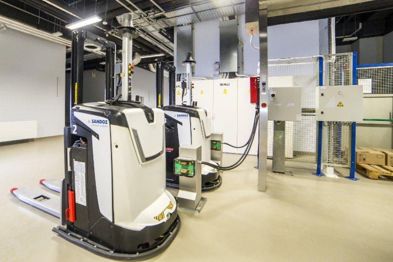 Wózki samojezdne w nowym zakładzie firmy Sandoz.
