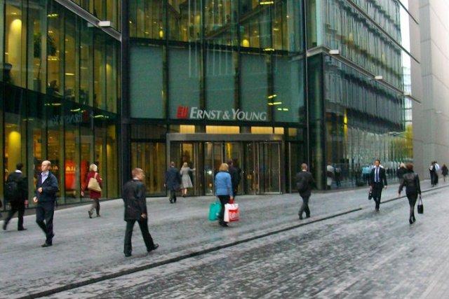 Siedziba Ernst & Young w Londynie. Przedstawiciele firmy zbadali, że nie ma korelacji między sukcesami na uczelni i w pracy