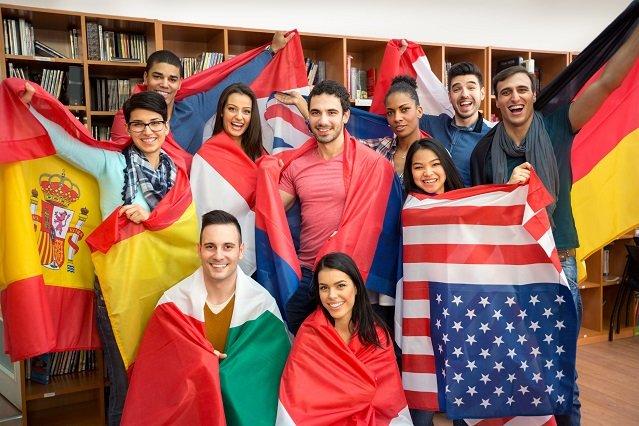 Skilltrade jest inspirowany programami jak Tandem. Osoby różnych nacji uczą się nawzajem języków.