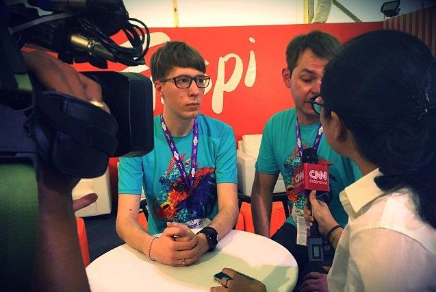 Twórcy Finspi w trakcie wywiadu dla CNN Indonesia.