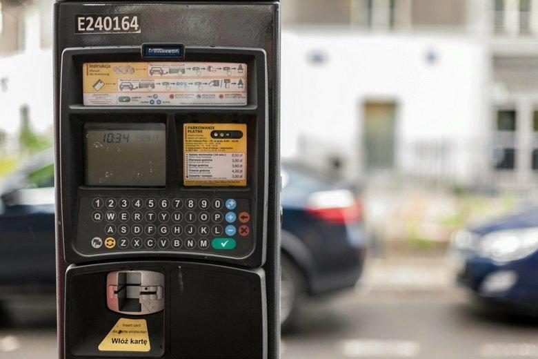 W 16 na 17 skontrolowanych miast stwierdzono nieprawidłowości związane z działaniem stref płatnego parkowania.