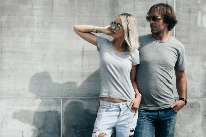 """Okulary przeciwsłoneczne są dla mężczyzn produktem droższym niż dla kobiet, obłożonym swoistym """"błękitnym podatkiem""""."""