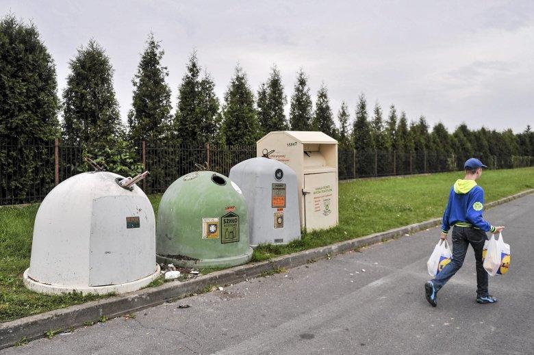 Berlińskie Greenpeace w ramach akcji ekologicznej pobrudziło miasto farbą