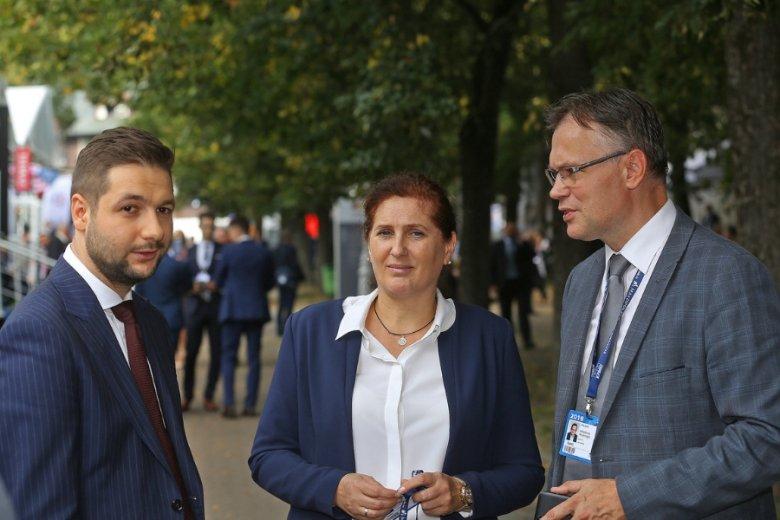 Wiceminister sprawiedliwości Patryk Jaki, kandydatka na prezydenta Nowego Sącza Iwona Mularczyk i poseł PiS Andrzej Mularczyk.
