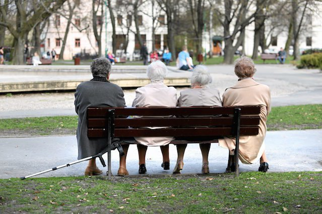 Przewidywana długość życia statystycznego Polaka lub Polki spadła. Taka sytuacja zdarza się wyjątkowo rzadko. W porównaniu do 2017 r., pożyje miesiąc krócej.