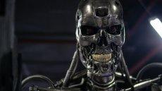 """Sztuczna inteligencja zagraża nam już teraz, my tymczasem niczego nieświadomi czekamy na sceny rodem z """"Terminatora""""."""