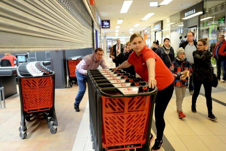 Według francuskich mediów, Carrefour może rozważać wyjście z Polski.