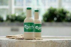 Carlsberg Green Fibre Bottle wygląda, jakby była zrobiona z papieru. Prototypy wykonane z włókna drzewnego i pokryte barierą polimerową.