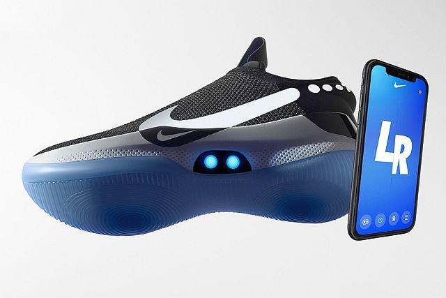 1050f246 Nike Adapt BB - pierwsze buty, które same się zawiążą, potrzebne ładowanie    INNPoland.pl