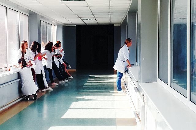 W szpitalach w Prudniku i Kluczborku brakuje lekarzy ginekologów, przez co zamykane są tamtejsze oddziały.