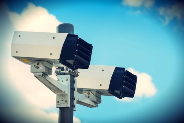 Fotoradary dają o wiele mniej precyzyjne informacje niż odcinkowy pomiar prędkości (zdjęcie ilustracyjne).