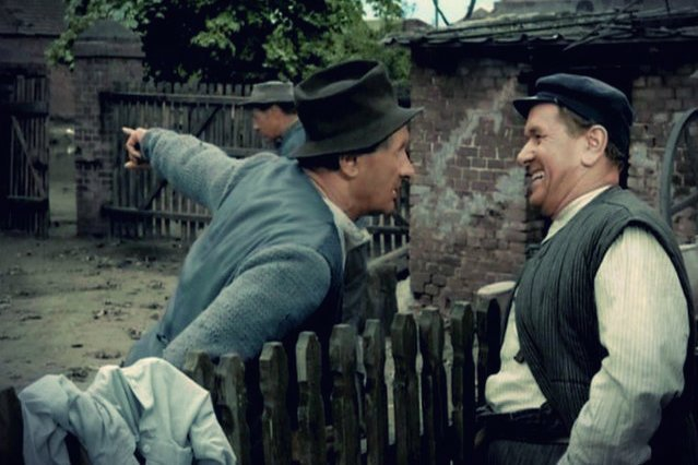 Kargul i Pawlak ciągle się kłócili, ale potrafili pokonać swoje uprzedzenia. Wychodzi na to, że współcześni Polacy jeszcze się tego nie nauczyli.