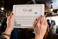 Google chce pomóc firmom kurierskim. Wprowadzi do wyszukiwarki opcję śledzenia paczek