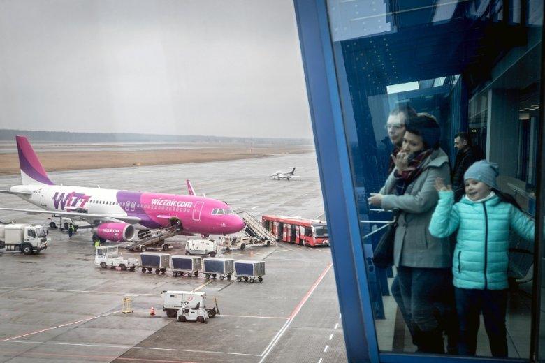 WizzAir zlikwidował lub zawiesił ponad 20 połączeń z Polski. Wszystko przez rosnące koszty paliwa i idącą za tym redukcję kosztów.