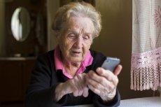 """80-latka ze Świebodzina była przekonana, że dzwoniąca do niej """"znajoma"""" potrzebuje pieniędzy. Straciła oszczędności życia. (zdjęcie poglądowe)"""