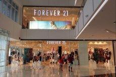 Forever 21, amerykańska sieć sklepów z modą, ogłosiła bankructwo. W Polsce działa 7 sklepów prowadzonych przez franczyzobiorcę