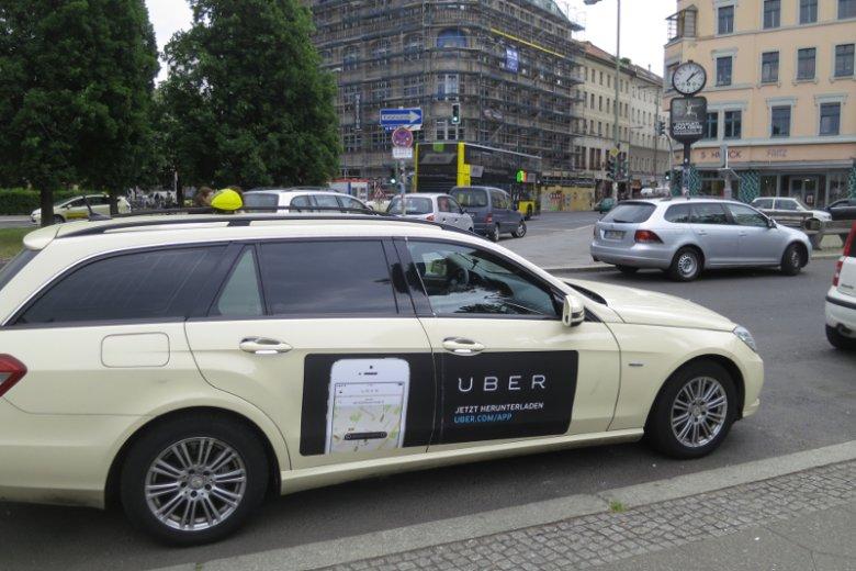 Kierowcy Ubera w Polsce będą musieli mieć licencje jak taksówkarze? Tak zakłada poselski projekt ustawy.