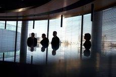 Problemy w pracy. Młody wiek często bywa problemem dla osób pełniących obowiązki menedżera, kierownika czy prezesa firmy.