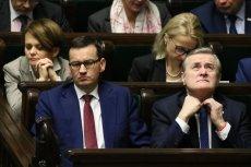 """Kupowanie banków za 1 zł stało się politycznym """"gorącym kartoflem""""."""