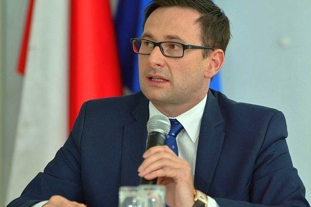 """Daniel Obajtek, prezes Orlenu, przekonuje, że fuzja z Lotosem nie jest po to, by jakiś prezes """"był większy, mniejszy, miał większe znaczenie""""."""