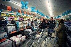 W jednym ze sklepów Lidl klienci stoczyli prawdziwy bój o masło po 2,99 zł za kostkę
