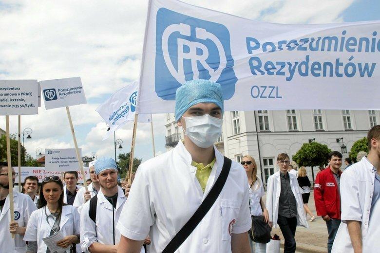 Lekarze czują się oszukani przez rząd i zapowiadają protesty na całą Polskę.