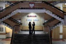 W urzędach marszałkowskich i podległych im instytucjach w 6 województwach, w których wygrał PiS zatrudnionych jest łącznie ok. 11 tysięcy ludzi. Nie wiadomo, ilu z nich straci pracę.