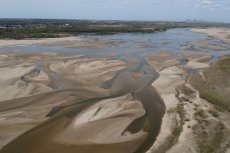 Poziom wody w polskich rzekach jest tragicznie niski. Jednym z rezultatów tej sytuacji mogą być przerwy w dostawach prądu.