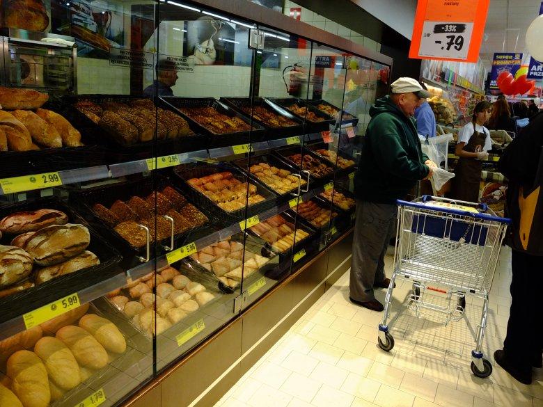 Lidl chce ograniczyć straty, które mogą wynikać z zakazu handlu w niedziele.