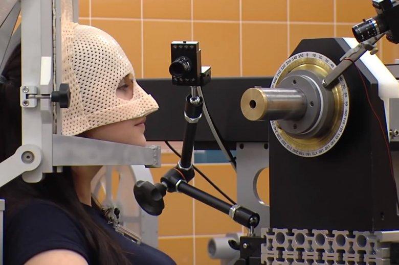 Pacjent w trakcie terapii protonowej nowotworu oka w Centrum Cyklotronowe Bronowice