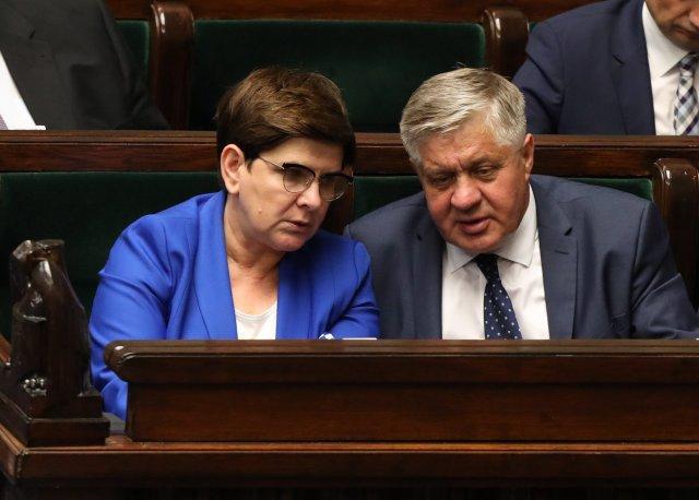 Beata Szydło i Krzysztof Jurgiel przeforsowali, by do sprzedaży trafiły konserwy z wieprzowiny pochodzącej ze stref zakażonych wirusem ASF
