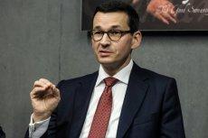 Premier Morawiecki twierdzi, że nie jest Harrym Potterem. Ale to chyba tylko kwestia braku różdżki