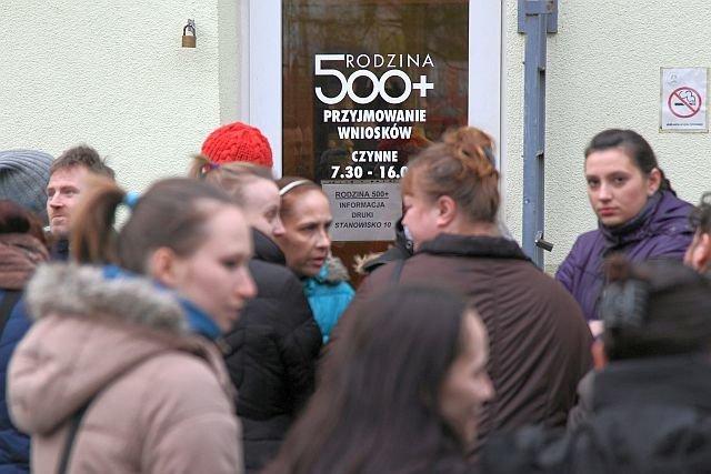 Czy Polki rzeczywiście masowo poszły do pracy po wprowadzeniu 500+?