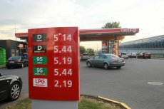 Ceny benzyny na stacjach benzynowych powinny wkrótce ponownie spaść poniżej 5 zł/l.