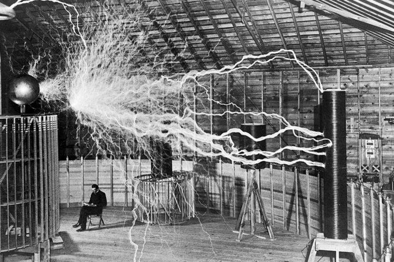 Nikola Tesla był tak skryty, że swoje pomysły notował w zeszycie szyfrem.