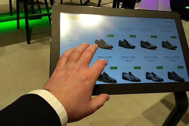 W tym sklepie na klientów nie czekają półki z towarami - te wybiera się za pomocą tabletu
