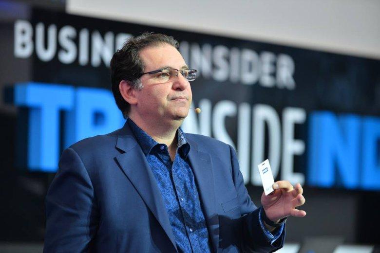 Kevin Mitnick tłumaczy, jako łatwo skopiować kartę wstępu do firmy.