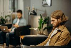 Na piedestale wciąż stoją zawody związane z branżą IT, jednak to niejedyny obszar, w którym brakuje pracowników. Pracodawcy szukają intensywnie również handlowców, analityków danych czy managerów ds. employer brandingu.