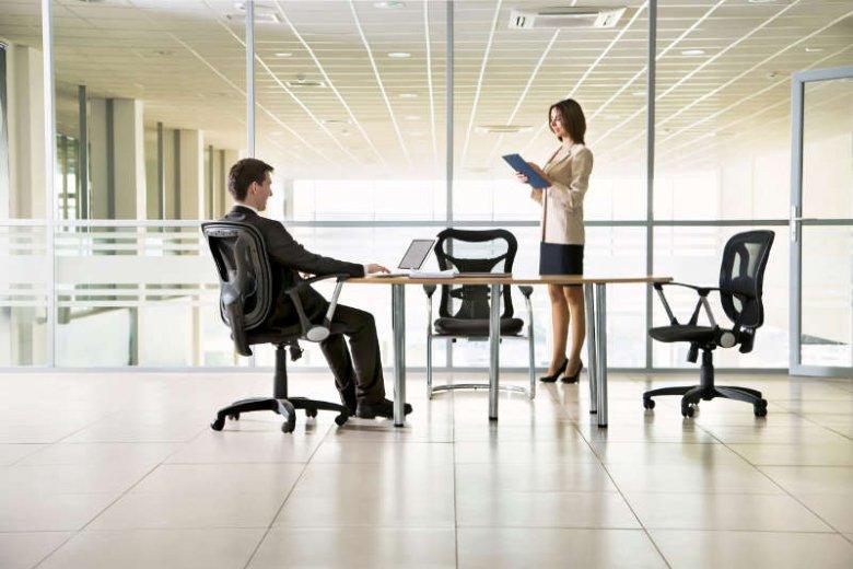 Dlaczego mężczyźni przebywają w firmie dłużej od kobiet? Bo udają, że...więcej pracują. To poprawia im samopoczucie