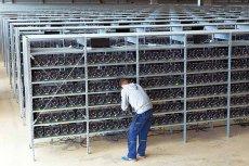 Kopalnie kryptowalut to nic innego, jak farmy komputerów, zaprzęgniętych do wspólnej pracy. Zużywają olbrzymie ilości energii