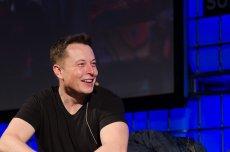 Majątek Elona Muska w ciągu godziny wzrósł o 2,3 mld dol. Wszystko za wzrostu cen akcji Tesli na giełdzie.