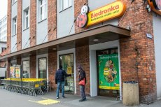 Od 10 maja będzie można zrobić w niedzielę zakupy w Biedronce: przez aplikację Glovo, z dostawą do domu.