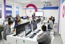 Samsung LABO to nowatorskie kursy pozwalające rozwijać kompetencje zawodowe uczestników w zależności od zapotrzebowania na rynku pracy. Warsztaty prowadzone są w Zespole Szkół im. Powstańców Wielkopolskich we Wronkach