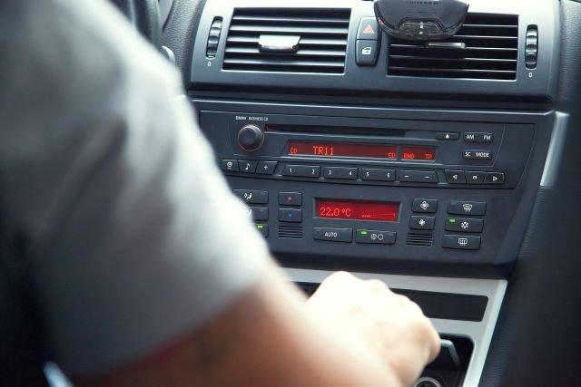 """Czy trzeba płacić abonament za radio w aucie """"na firmę""""?"""