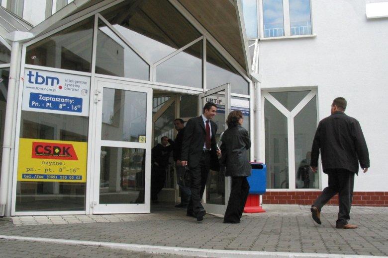 Ewakuacja jednego z centrów handlowych w Olsztynie po wstrząsach w 2004 r., najsilniejszych w ostatnich latach w Polsce.