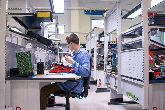 Tak powstają słynne na całym świecie czujniki i centralki do sterowania inteligentnym domem Fibaro.