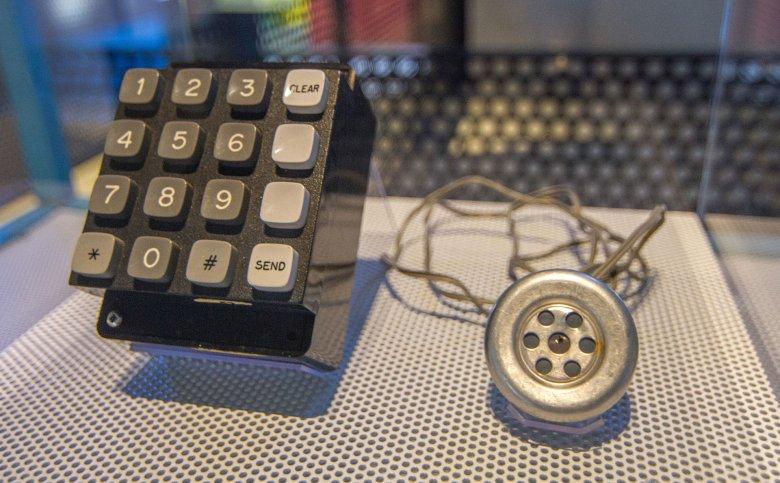 Blue box - pierwsze, bardzo popularne narzędzie hakerów central telefonicznych