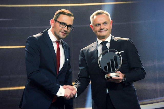 """Rafał Tomasiak, CEO Zortraxa,  odbiera nagrodę dla Przedsiębiorcy Roku EY w kategorii """"Nowy Biznes"""""""