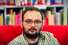 Filip Springer deklaruje, że należne mu pieniądze przekaże na rozwój bibliotek